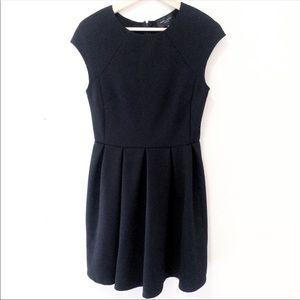 Romeo & Juliet Couture Black Dress Pleats, M